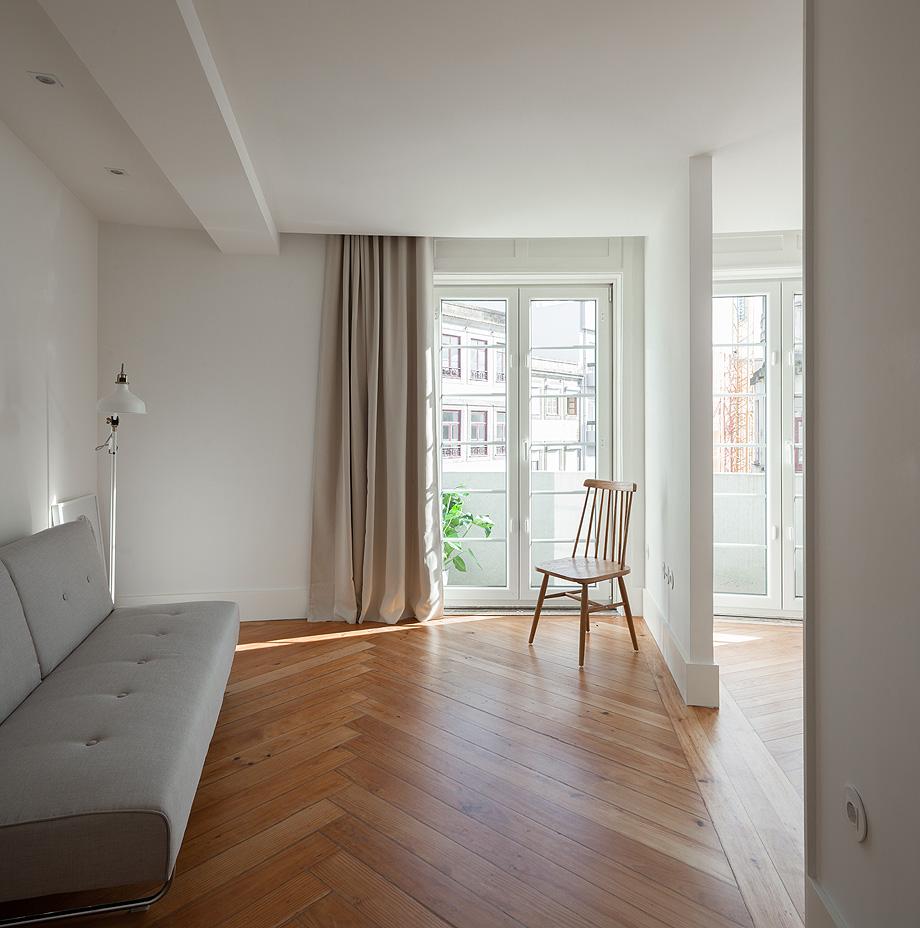 Reforma de un apartamento en Oporto por PABLO PITA Arquitectos