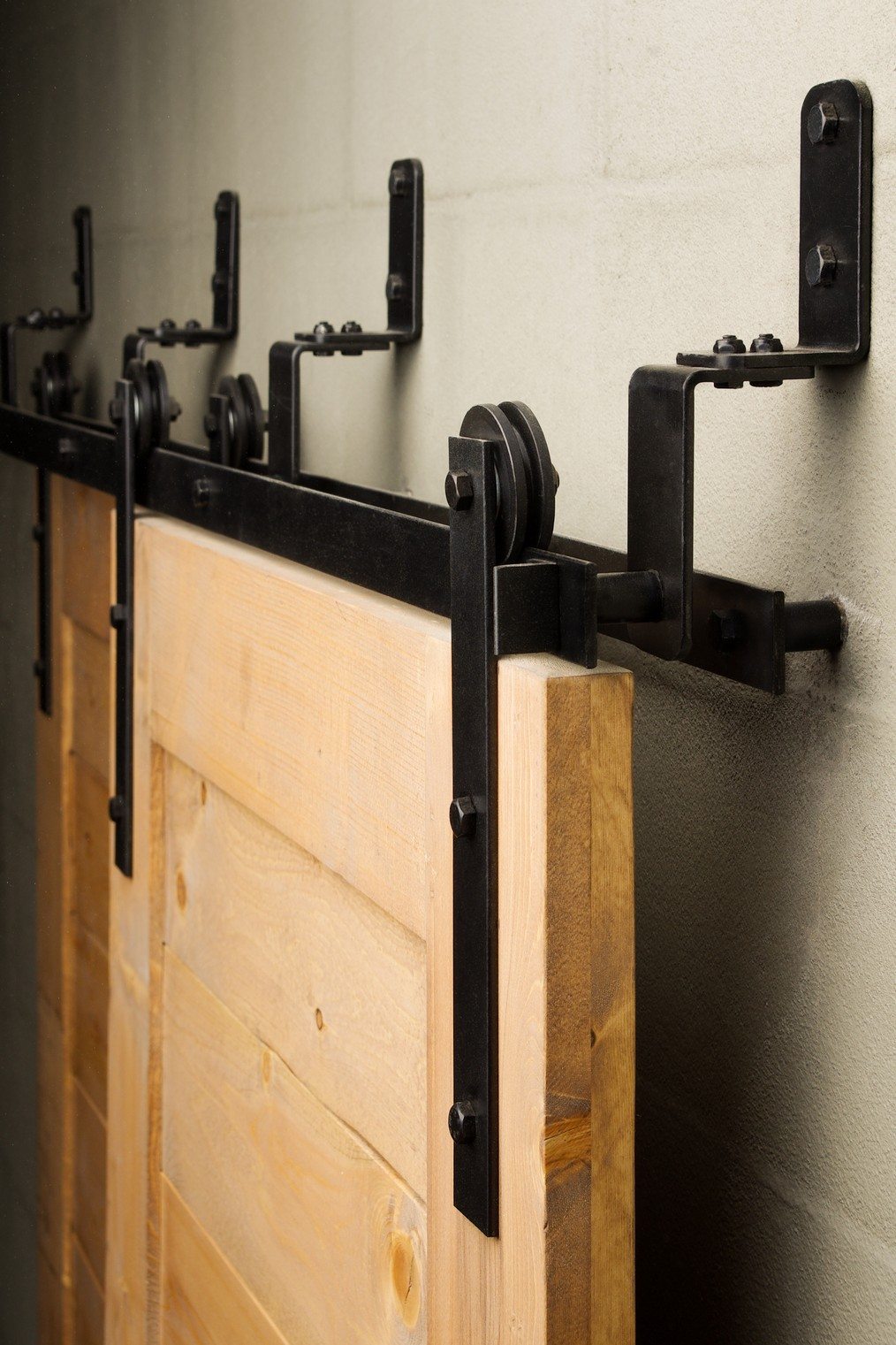 21 Exciting ways to use sliding door hardware to spruce up