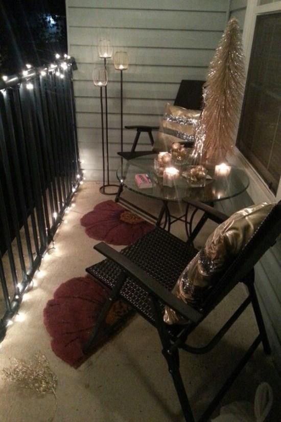 Decorazioni natalizie: balcone, portico e giardino