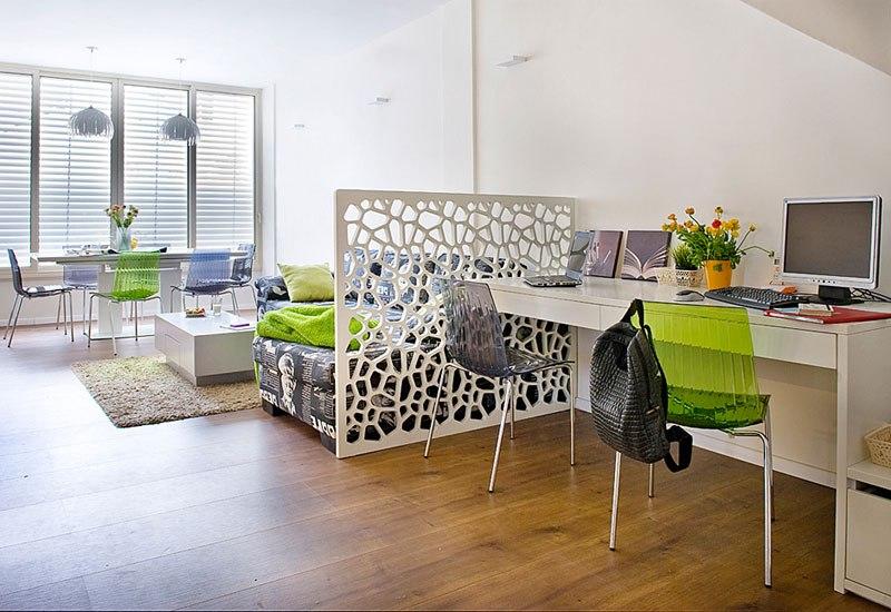 дизайн комнаты 20 квм фото с одним окном разделение на 2 зоны 3
