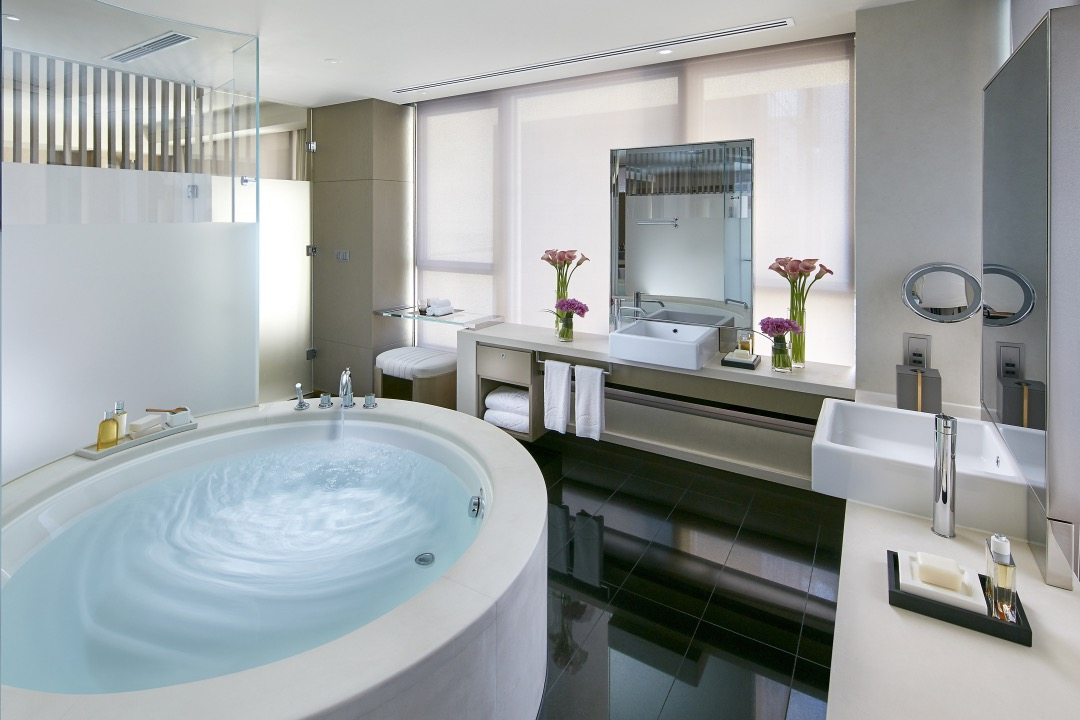 Landmark Mandarin Oriental Hong Kong Joyce Wang Suites Bathroom