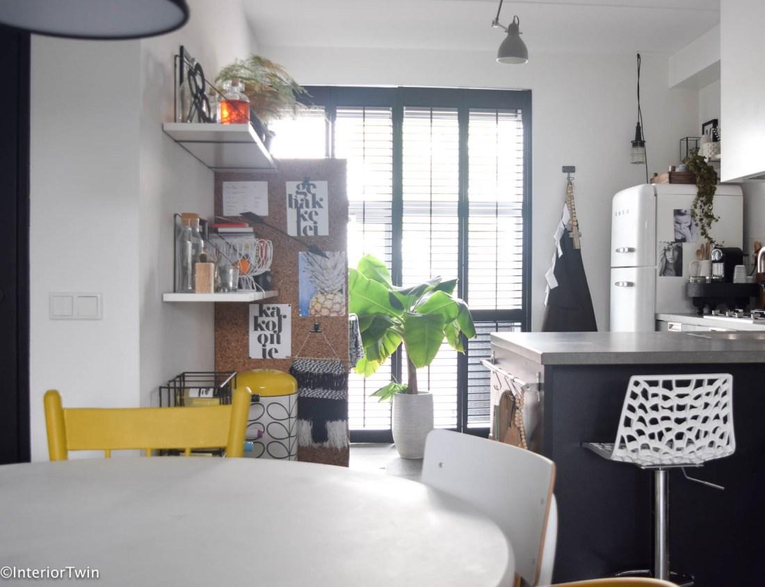 Zwarte keuken: combineer met natuurlijke materialen - InteriorTwin