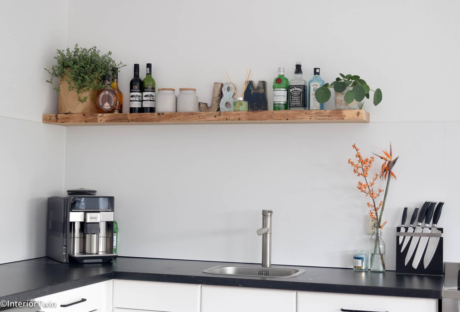 Houten plank in keuken interiortwin