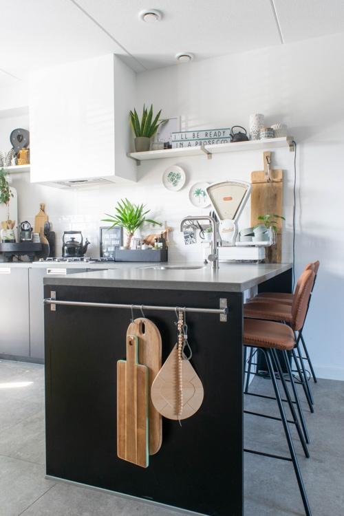 nadelen mat zwarte keuken