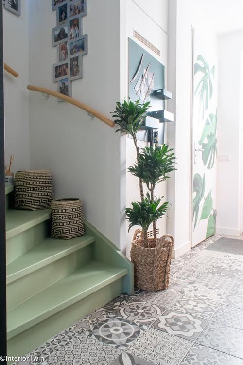 groene trap met deursticker