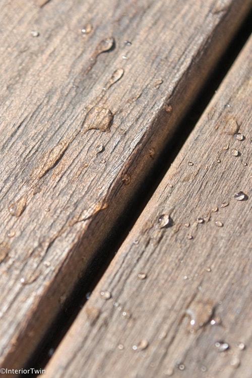 druppels op tafel buiten