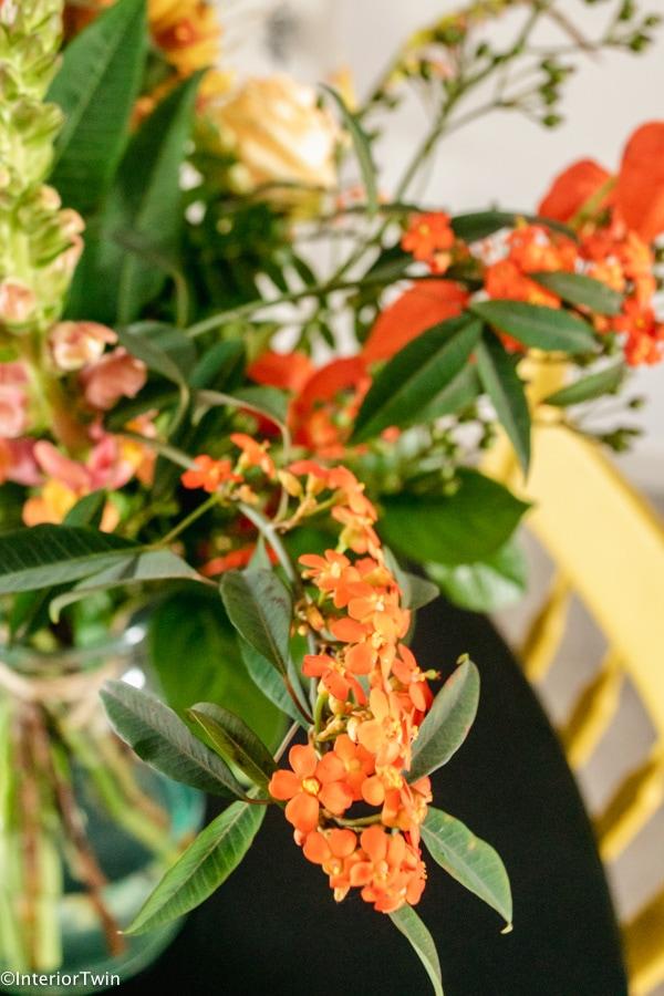 rode en oranje bloemen boeket
