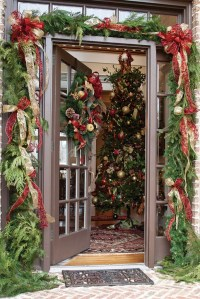 41 Cool And Classy Christmas Door Decoration Ideas ...