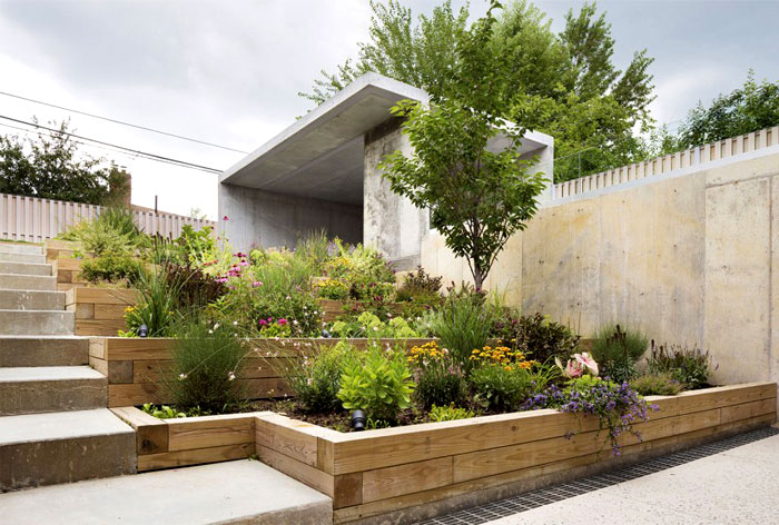 3-secluded-back-garden-concrete-partitions-wooden-terraces