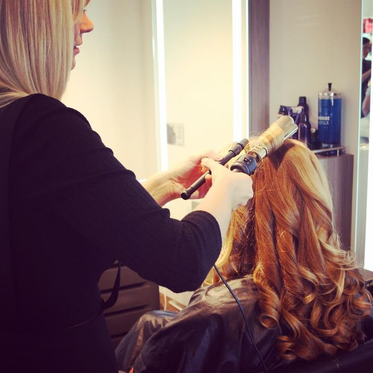 Sherise curling hair during INTERLOCKS Effortless Summer hair and makeup event