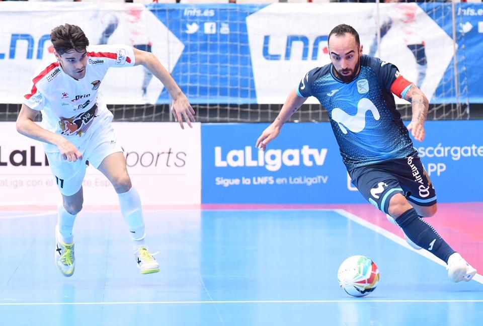 Ricardinho con el balón durante el partido ante Naturpellet Segovia