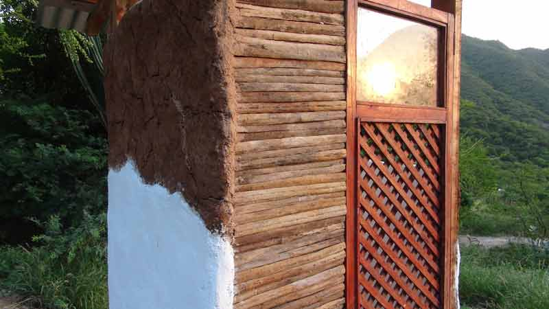 CASA ECO ECO  1 Economica y ecologica Refugio de adobe y material reciclado PARTE 2