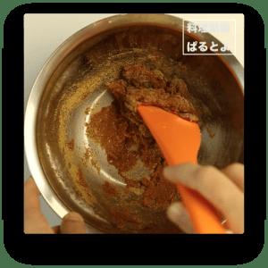 味噌を混ぜる。