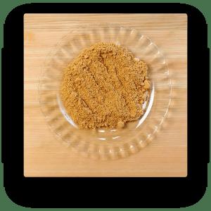 砂糖、きな粉を皿の上に乗せる。