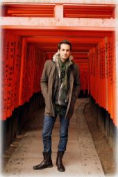 Getting my Memoirs of a Geisha on at the gates of Fushimi Inari-taisha in Kyoto, Japan