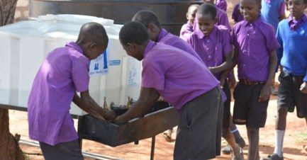 670px_Kenya_Women-and-Water2