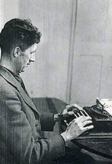 orwell-at-typewriter220