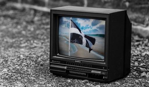 an-mis-cornish-television-language-culture-global-g7-summit-pellwolok-tv-flag-beach