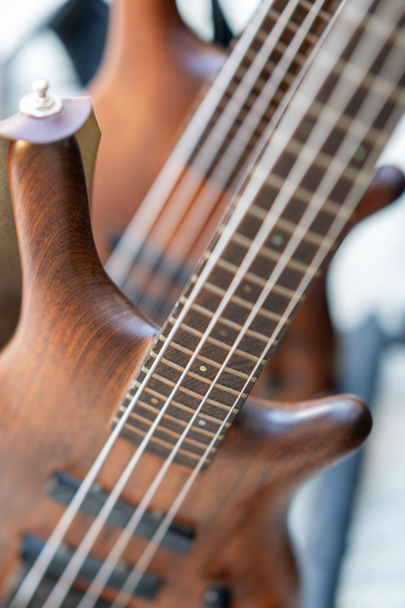 "Bassgitarre beim Konzert ""Der Berg ruht"" Erlangen 2021"