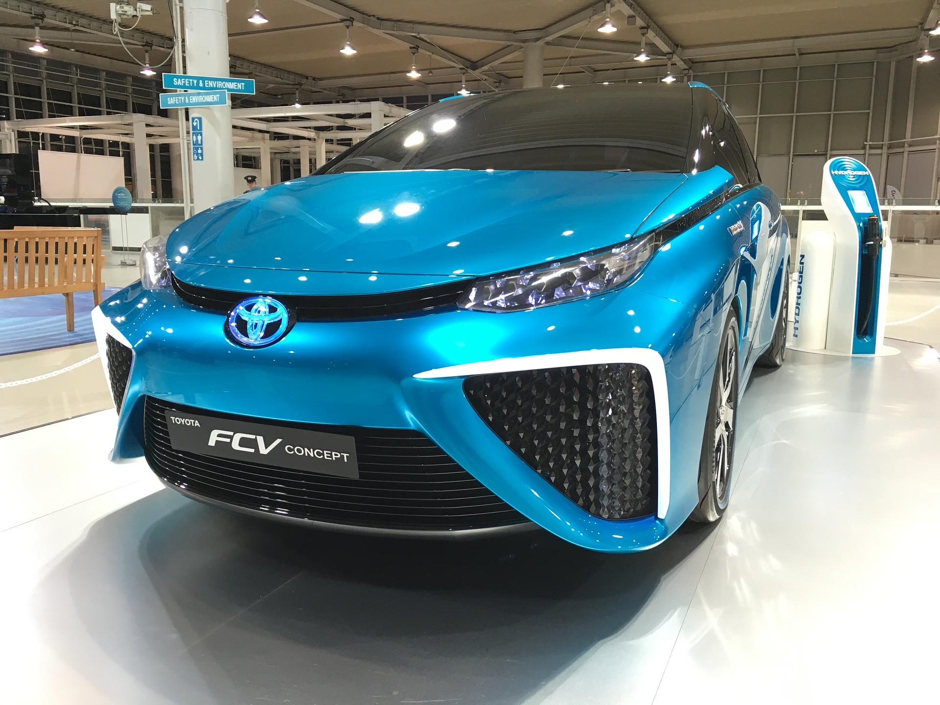 Auto-companies-electric-cars-internet-bull-report