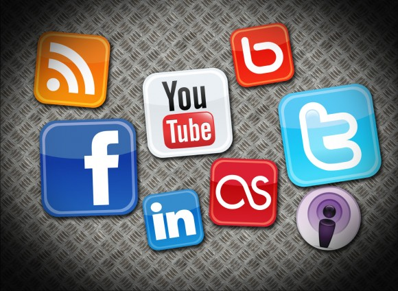 Adultos mayores y mujeres los que más utilizan las redes sociales. Infografía