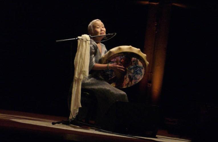 Zenei ajánlatunk: Sainkho Namtchylak, Csuvasföld-i énekesnő rituális dalai