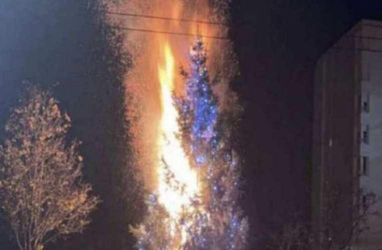 Szándékosan felgyújtották a város karácsonyfáját Lyon egyik kerületében