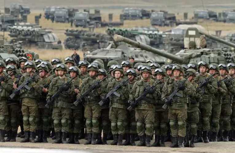 Az ukrán elnök sajtótitkára szerint már nyolcvanezer orosz katona van az ukrán határnál és a Krímben
