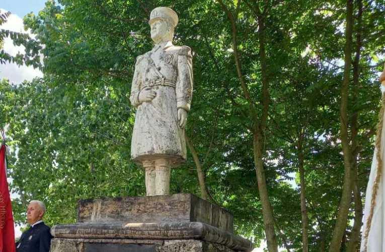 Egy fáradtolajjal leöntött Horthy-szobor avatásának margójára