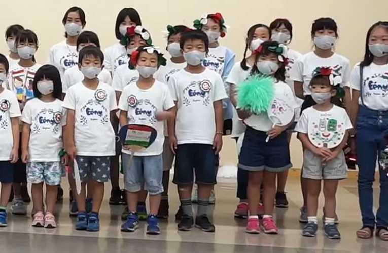 Japán gyerekek énekelték az Éjjel soha nem érhet véget című dalt (videó) 📺