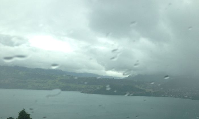 Blick aus dem Fenster in den Regen