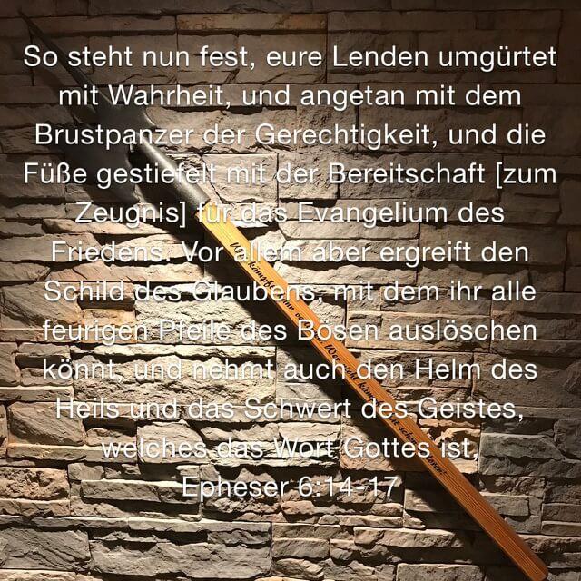 Bibelvers aus Epheserbrief 6, 14-17 auf Bild mit Hellebarde