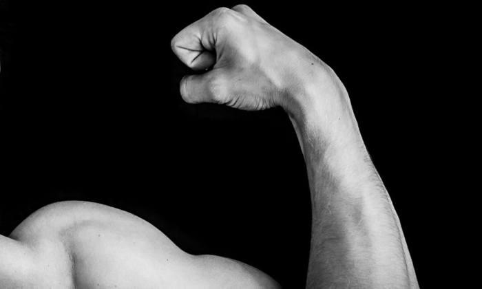 Starker Arm eines Bodybuilders