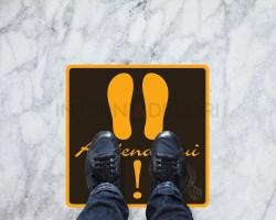 Segnaletica quadrata covid19-attendi qui-adesivi per pavimento