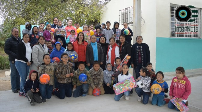 ENTREGAN JUGUETES Y COBIJAS A  DIFERENTES COMUNIDADES DEL MUNICIPIO.