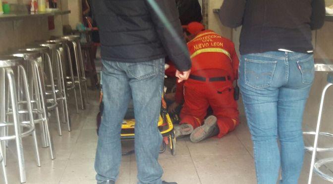 PERSONA COMIENZA A CONVULSIONAR Y SE ATRAGANTA EN EL RESTAURANTE LA MACA.