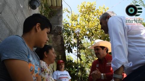CANDIDATO A ALCALDE Y CANDIDATO A DIPUTADO RECORREN LA COL. ENCINOS Y GARZA MADERO, SANTIAGO N.L