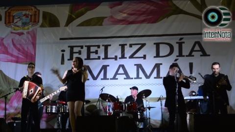 GOBIERNO MUNICIPAL DE HUALAHUISES FESTEJA A MAMA CON LA RIFA DE UN VEHÍCULO