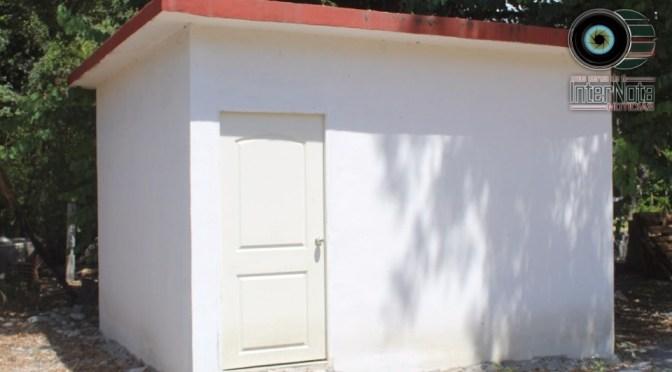 REALIZA ELEUTERIO VILLAGÓMEZ LA ENTREGA DE 2 CUARTOS CONSTRUIDOS POR LA ADMINISTRACIÓN MUNICIPAL 2015-2018 A PERSONAS NECESITADAS.
