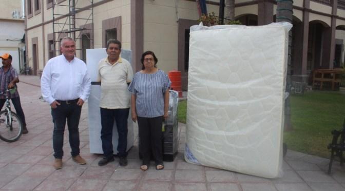 ENTREGAN ELECTRODOMÉSTICOS A FAMILIA QUE SUFRIÓ INCENDIO.