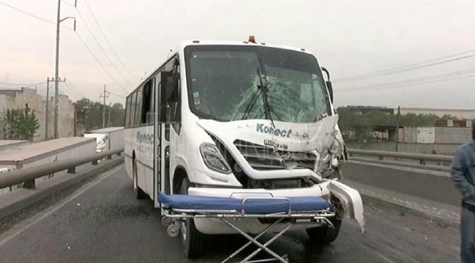 FUERTE ACCIDENTE DEJA 10 PERSONAS LESIONADAS.