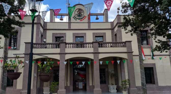 INICIAN CON DECORACIÓN EN PALACIO MUNICIPAL DE GRAL. TERÁN PARA LOS PRÓXIMOS EVENTOS PATRIOS.