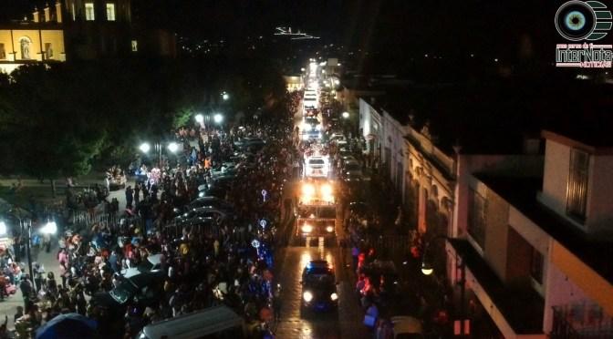 CON MÁS DE 15 MIL PERSONAS DISFRUTARON EL DESFILE NAVIDEÑO Y ENCENDIDO DE PINO EN MONTEMORELOS, N.L.