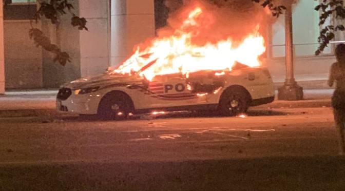 CIERRAN DE EMERGENCIA LA CASA BLANCA Y APAGAN LUCES POR DISTURBIOS Y PROTESTAS EN EU