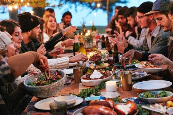 How To Throw The Best Friendsgiving