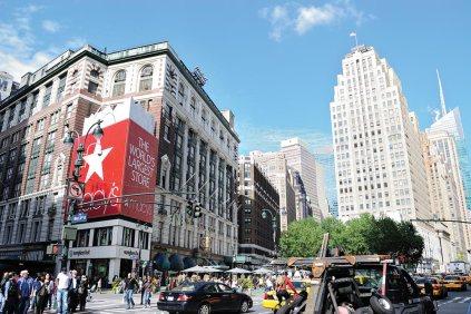 New York tem ótimas opções para fazer compras, como a galeria Macy's.
