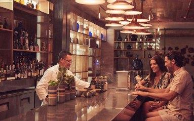 Montage-LosCabos-couple-bar