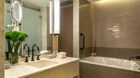 Grand-Hyatt-Rio-de-Janeiro-P103-Bathroom-gallery-2-3-item-panel.16x9
