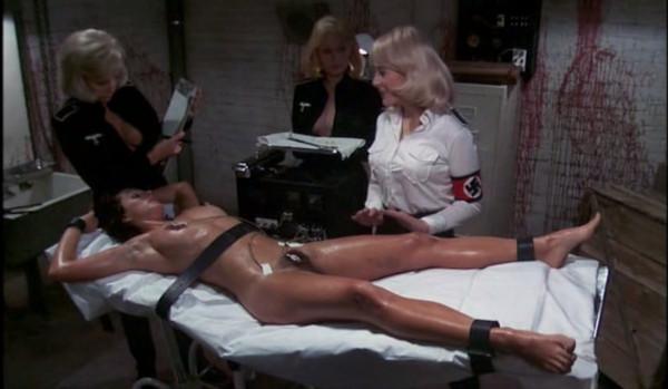 Comandante Ilsa demonstrando que manja das putarias.