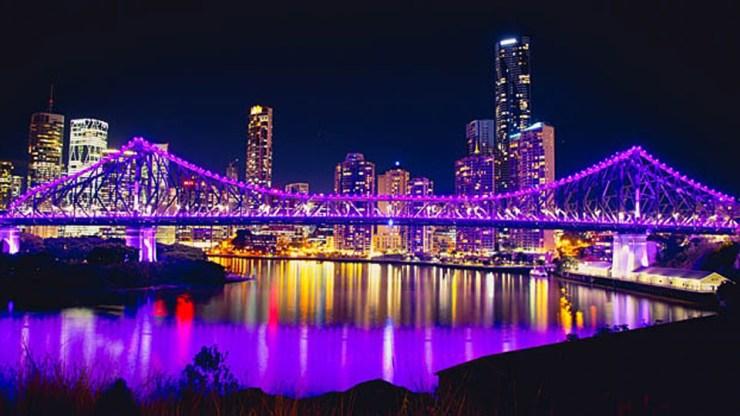 Iluminación de los puentes Story y Victoria
